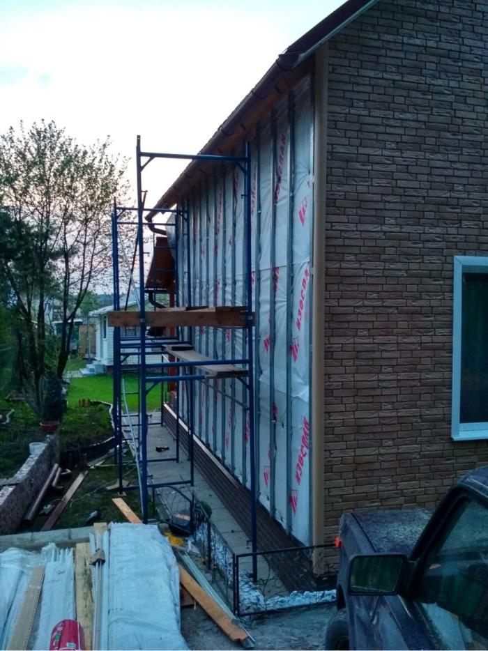 Процесс отделки дома фасадными панелями (под кирпич)