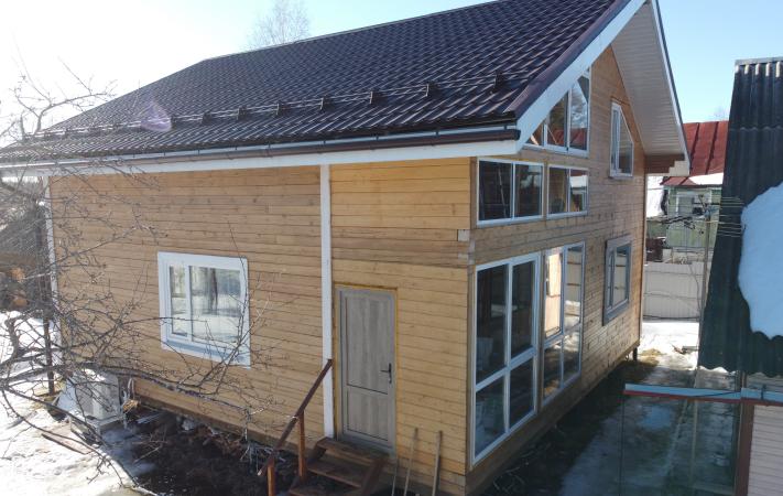 Вид на дом с одной из сторон