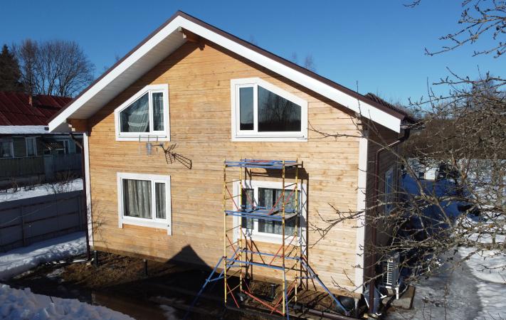 Фасад дома до обшивки цокольным сайдингом