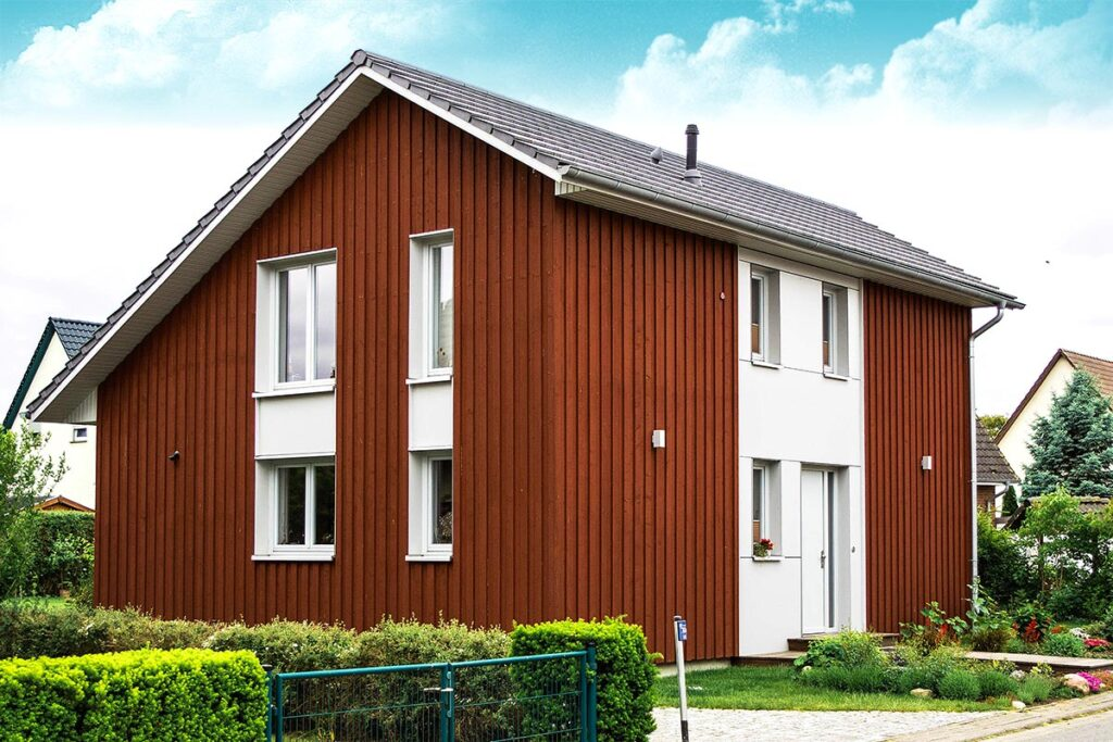 Дом, оформленный вертикальным сайдингом