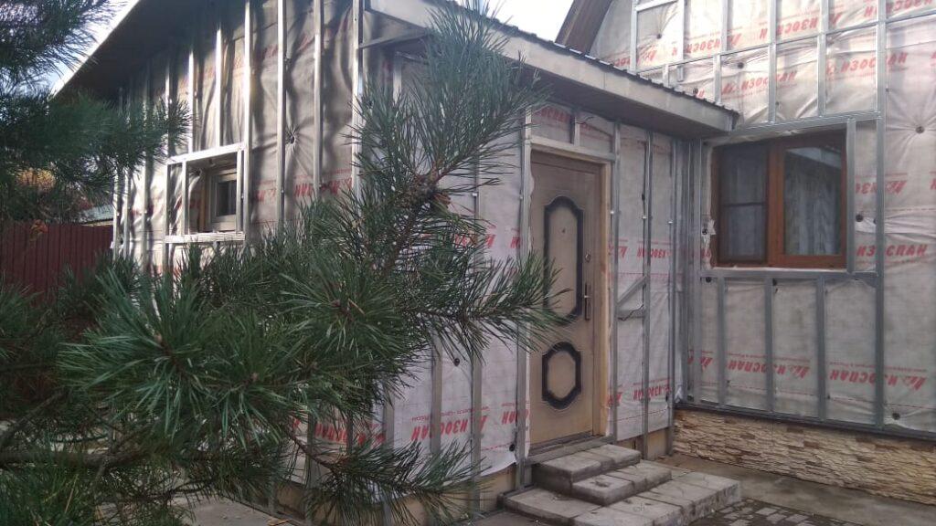 Процесс монтажа сайдинга на утепленный фасад