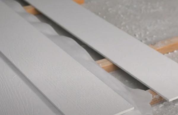 Хранение фиброцементного сайдинга на поддоне с материалом между рядами